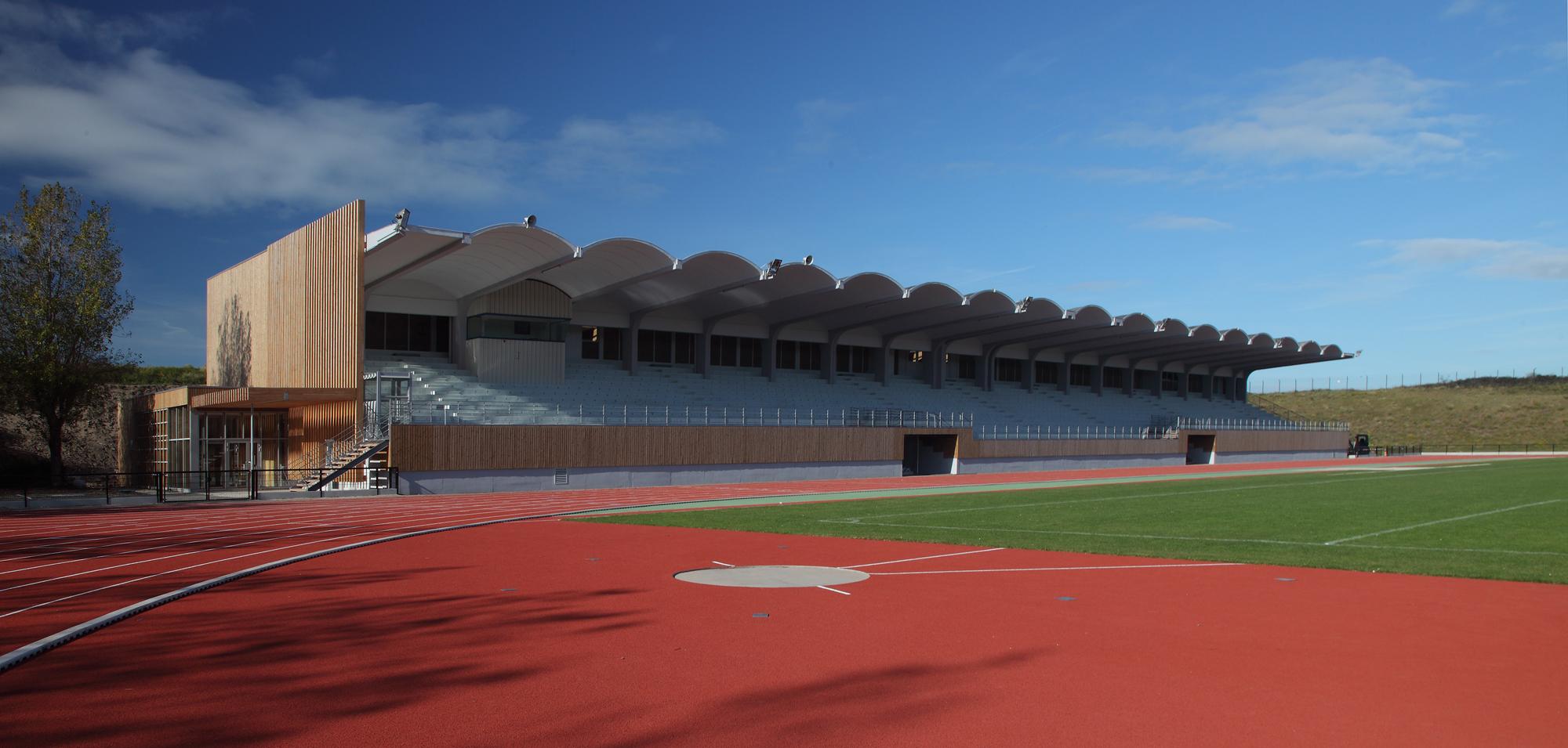 Tribune du stade du souvenir – Polynōme